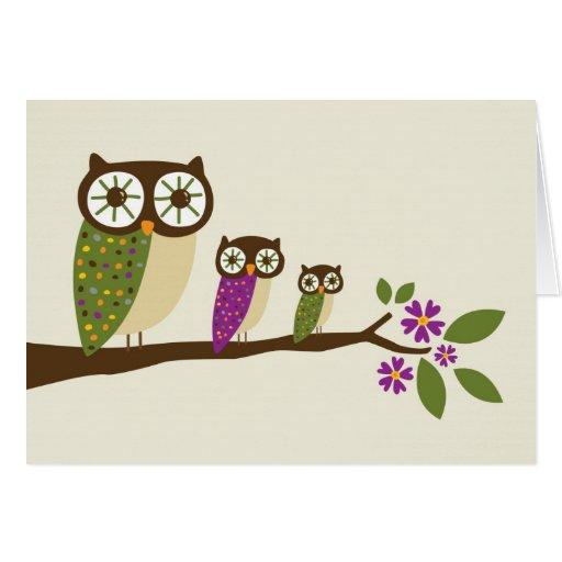búhos en una tarjeta de felicitación de la fila