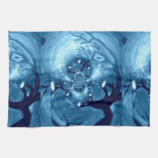 Búhos fantasmagóricos del árbol toalla de cocina