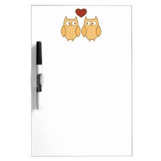 búhos lindos en amor tablero blanco