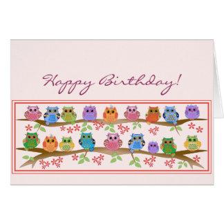 Búhos lindos en brenches y tarjeta de cumpleaños d