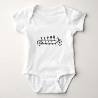 búhos lindos en la bicicleta en tándem mameluco de bebé