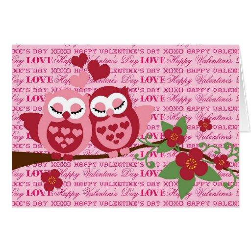 Búhos lindos en tarjeta feliz del el día de San