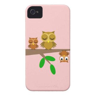 búhos lindos y divertidos Case-Mate iPhone 4 funda