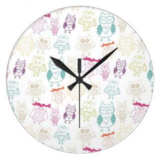 Búhos multicolores del Doodle Relojes