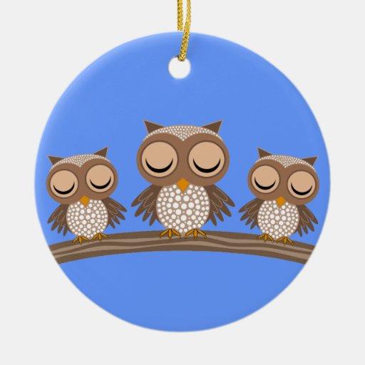 búhos soñolientos adorno navideño redondo de cerámica