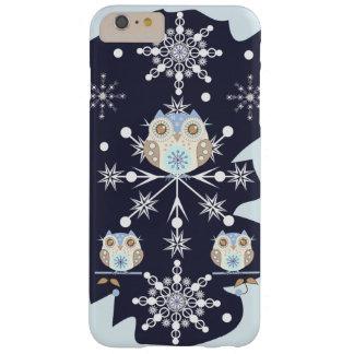 Búhos y copos de nieve lindos del invierno funda para iPhone 6 plus barely there
