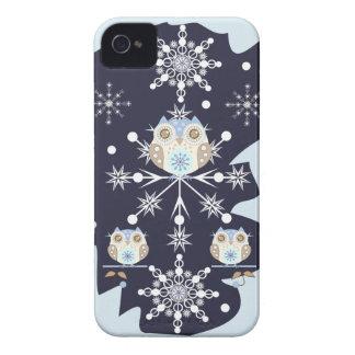 Búhos y copos de nieve lindos del invierno iPhone 4 cárcasas