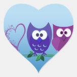 Búhos y corazón lindos etiqueta
