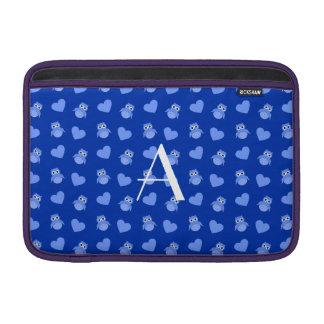 Búhos y corazones azules del monograma funda para macbook air
