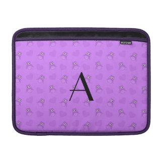 Búhos y corazones púrpuras en colores pastel del m funda  MacBook