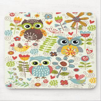 Búhos y flores coloridos Mousepad feliz