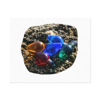 Bulbos coloridos del navidad en fotografía de la a impresiones en lienzo estiradas