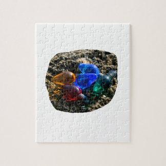 Bulbos coloridos del navidad en fotografía de la a rompecabezas con fotos