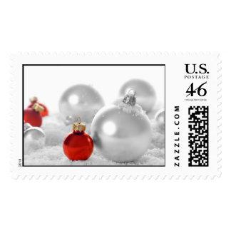 Bulbos del navidad rojo y blanco