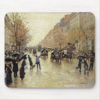 Bulevar Poissonniere en la lluvia, c.1885 Alfombrilla De Ratón