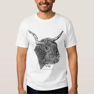 Bull con la pluma de los cuernos y el dibujo de la playeras