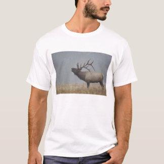 Bull Elk in snow storm calling, bugling, T-Shirt