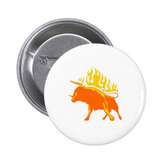 Bull en llamas pin redondo de 2 pulgadas