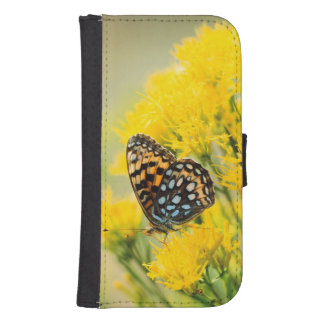 Bull Moose jousting in field with Cottonwood Trees Wallet Phone Case For Samsung Galaxy S4
