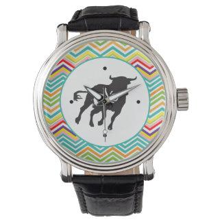 Bull negra con la frontera de Chevron Relojes De Mano