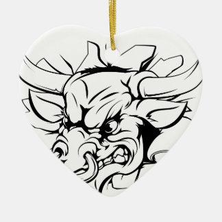 Bull que rasga a través de fondo adorno navideño de cerámica en forma de corazón
