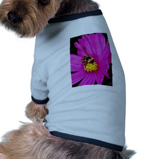 Bumble bee gathering pollen from pink flower  flow dog tshirt