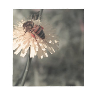 Bumblebee on flower notepad