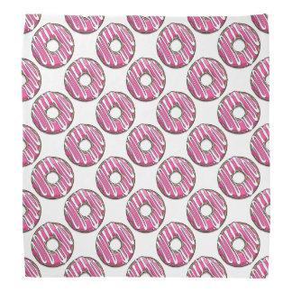 Buñuelo rosado del dibujo animado con la formación bandanas