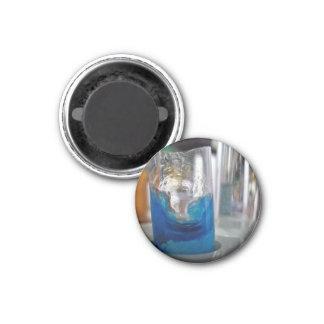 Buque de cristal derretido con la solución imán para frigorífico
