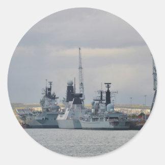 Buques de guerra en Portsmouth Pegatina Redonda