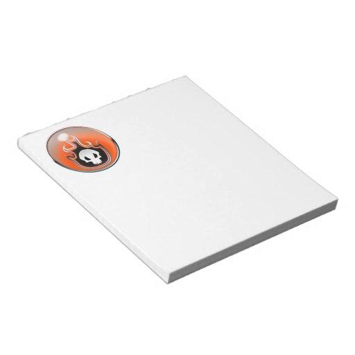 Burbuja de acero del cráneo llameante en naranja libreta para notas