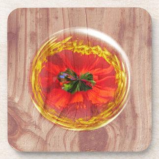Burbuja de la flor a través de la madera posavasos de bebida