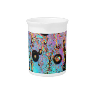 Burbujas de aire en hielo debajo del microscopio jarra de beber
