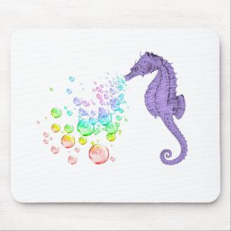 burbujas del arco iris del seahorse que soplan tapetes de raton