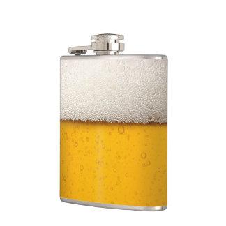 Burbujas divertidas de la cerveza petaca