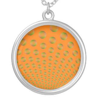 Burbujas en collar anaranjado y verde