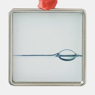 Burbujas en superficie del agua adorno cuadrado plateado
