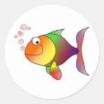 Burbujas felices del ~ de los pescados pegatina redonda