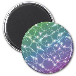 Burbujas translúcidas claras chispeantes coloridas imán