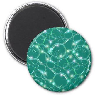 Burbujas translúcidas claras chispeantes en trullo imanes para frigoríficos