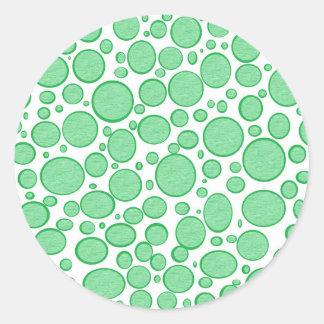 Burbujas verdes aligeradas pegatina redonda