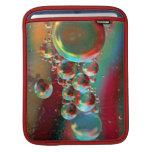 Burbujas y planetas abstractos del cuervo funda para iPads