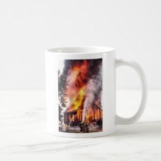 Burnin abajo de la taza de café de la casa