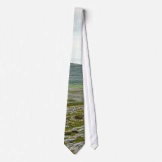 Burren se nubla las colinas de las montañas corbatas