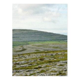 Burren se nubla las colinas de las montañas postal