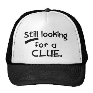 Buscar una gorra de béisbol de la pista
