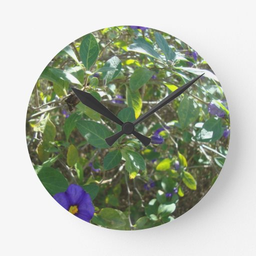 Bush floreciente púrpura reloj redondo mediano