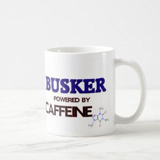 Busker accionado por el cafeína tazas
