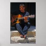 Busker maltés con la guitarra poster