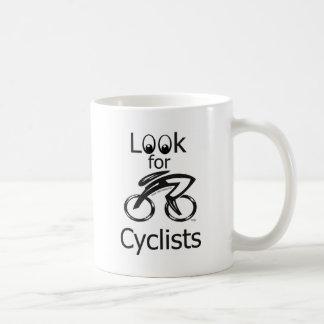Busque a los ciclistas tazas de café